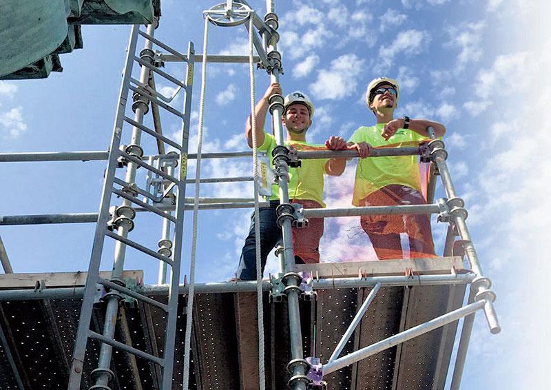 02-CASS-Crew-up-on-Scaffolding-Book-Hotel-Tower-CASS-Sheetmetal-Detroit-MI